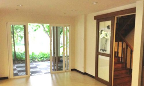 Detached 3 Bedroom House in Phrom Phong near BTS to rent