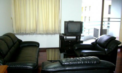 Pearl Garden Soi Pipat 4 floor 1 bed 70 sq.m condo to rent near BTS Feature