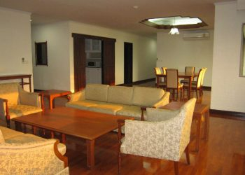 phrom phong apartment for rent 3 bed plus study 270 sq.m 4 bathrooms for rent