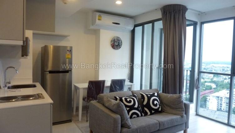 IDEO Mobi sukhumvit 81 at On Nut BTS 1 bed duplex 45 sq.m 22 floor to rent living room