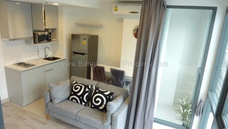 IDEO Mobi sukhumvit 81 at On Nut BTS 1 bed duplex 45 sq.m 22 floor to rent sofa
