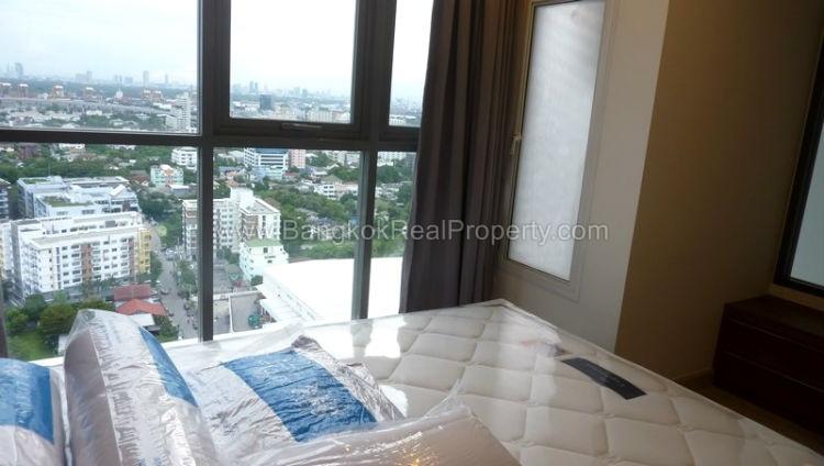 IDEO Mobi sukhumvit 81 at On Nut BTS 1 bed duplex 45 sq.m 22 floor to rent bedroom 3