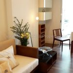 The Room Sukhumvit 62 1 bed 10 floor 45 sq.m to rent near Punnawithi BTS living room bright