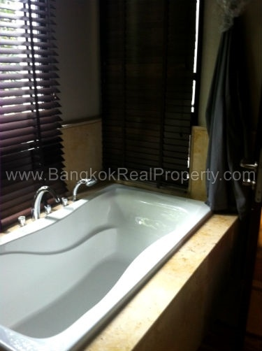 Vincente Sukhumvit 49 1 bed 68 sq.m to sale in Phrom Phong Thonglor Bathtub