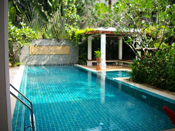 Rent stunning 5 bed house for rent punnawithi bts for Swimming pool bed
