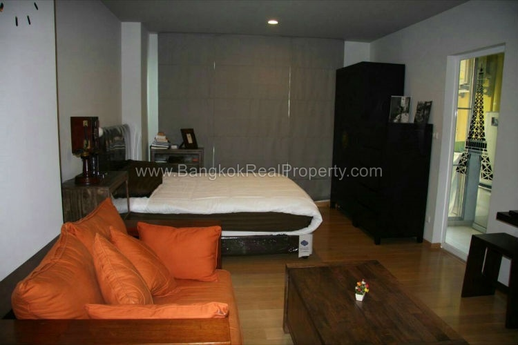 Rent stylish studio to rent at hive sukhumvit 65 near bts Whats a studio apartment