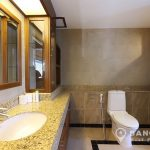 The-Natural-Place-Suite-large-2-bed-2-bath-150-Lumpini-MRT-Bathroom