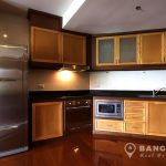 The-Natural-Place-Suite-large-2-bed-2-bath-150-Lumpini-MRT-Kitchen