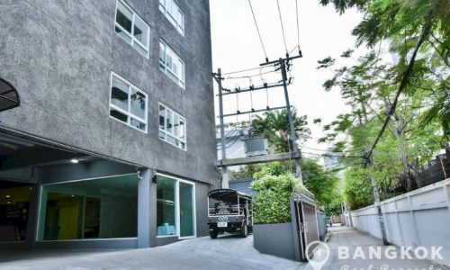 Rent Sukhumvit office self contained 35 sq.m with parking near BTS