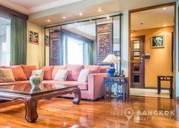 Baan Piya Sathorn Condo Lumpini MRT Living Room