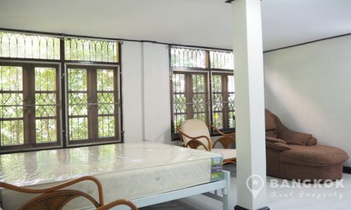 Cosy Studio Detached House in Ekkamai near BTS to rent