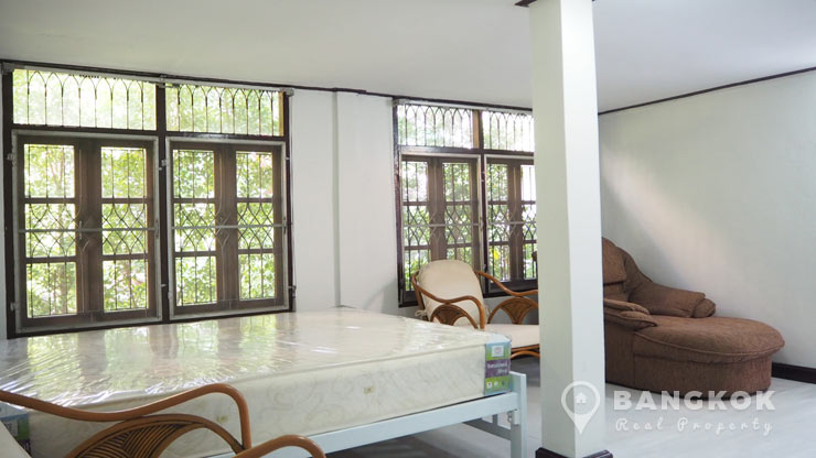 Cosy Studio Detached House in Ekkamai near BTS to rent