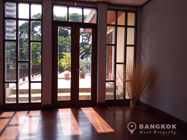 Detached Modern 5 Bed Sathorn House with Large Garden to rent. RENT   Detached Modern 5 Bed Sathorn House with Pool