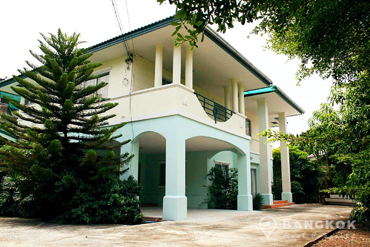 Detached 4 Bed 5 Bath Bangchak House near BTS to rent