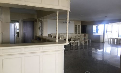 Oriental Towers Spacious 4 Bed 5 Bath Condo in Ekkamai to rent