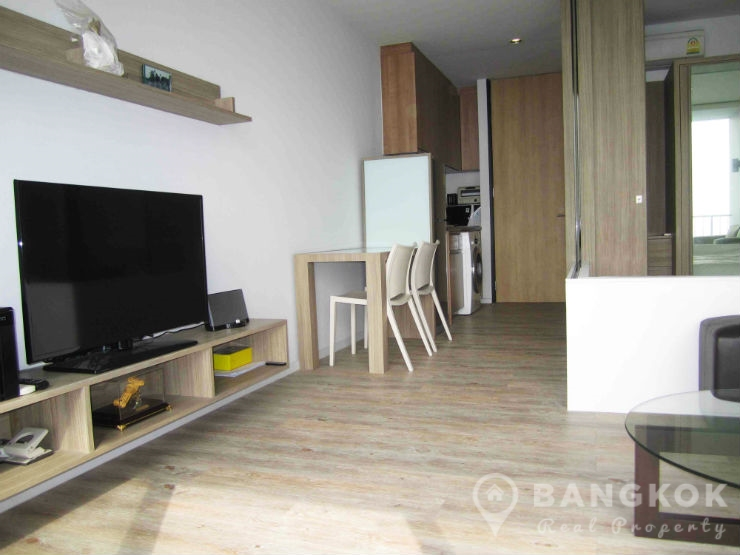 Rent issara ladprao stylish high floor studio with city views Whats a studio apartment