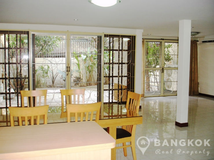 Spacious 3 Bed 2 Bath Thonglor Townhouse to rent