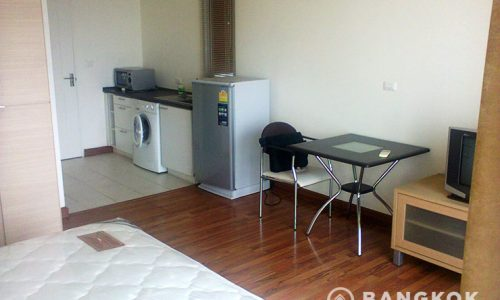 Sukhumvit plus studio 30 sq.m high floor to rent near BTS