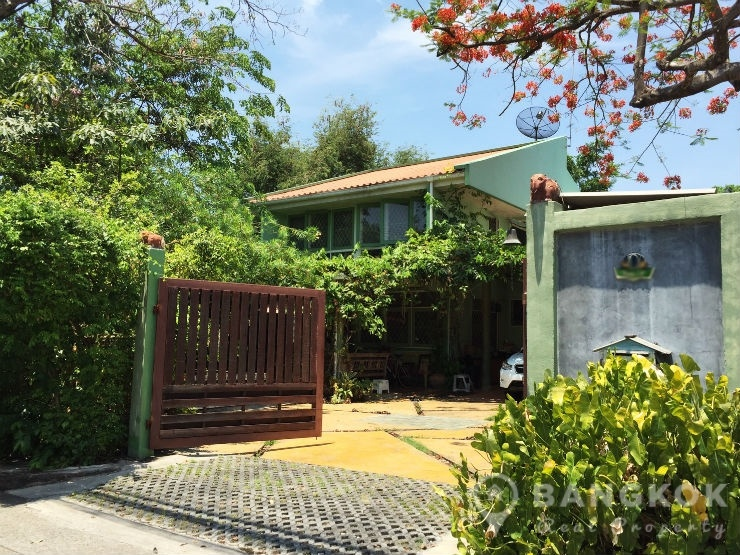 Sammakorn Village Ramkhamhaeng Detached 4 Bed House with Garden for sale