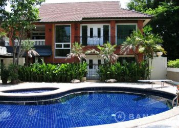 Spacious Detached 3 Bed 4 bath Ekamai House with Private Pool to rent
