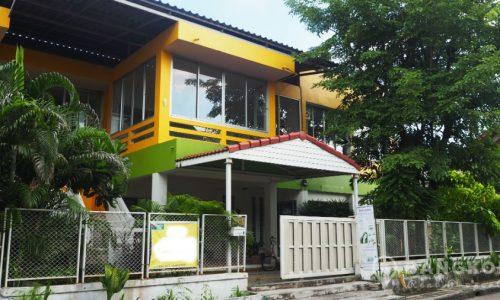 Detached Ramkhamhaeng Commercial Building to Rent