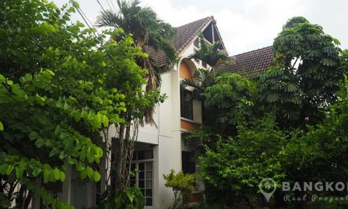 Sammakorn Ramkhamhaeng Large Lakeside 3 Bed Detached House
