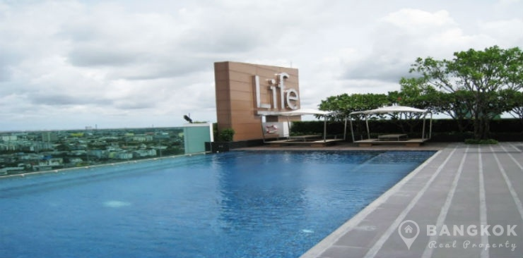 Life @ Sukhumvit Modern High Floor 1 Bed next to BTS to rent