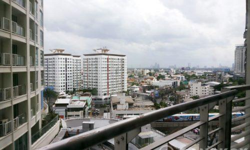 Le Luk Spacious Modern 1 Bedroom Condo near Phra Khanong BTS to rent