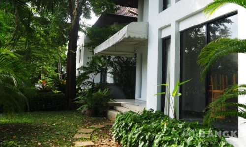 Exclusive 39 Contemporary Detached 3 Bed with study House in Ramkhamhaeng to rent