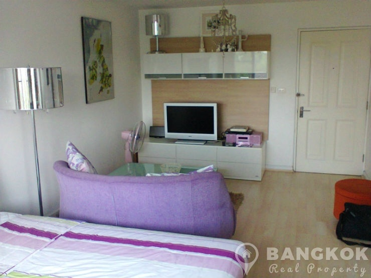 Condo One Thonglor Bright Modern Studio near Thong Lo BTS to rent