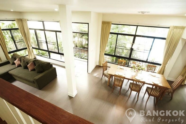 Contemporary 4 Bed 5 Bath Thonglor House in Compound photo