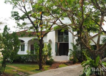 Renovated Detached 4 Bed 5 Bath large garden Laddawan Srinakarin House to rent