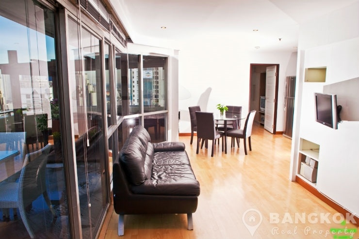 Sale sukhumvit suite spacious 1 bed penthouse with for Whats a terrace house