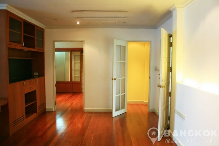 Spacious Detached Thonglor House with 4 Beds 4 Baths near BTS to rent