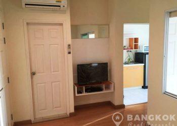 Life Sukhumvit Condominium Superb Modern 1 Bed near BTS for Sale