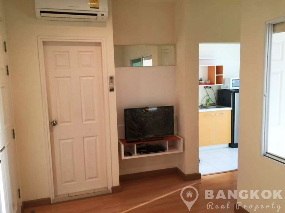 Life Sukhumvit Condominium Superb Modern 1 Bed near BTS for Sale