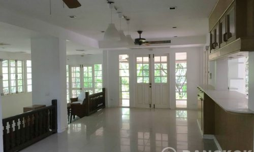 Laddawan Srinakarin Spacious, Detached 4 Bed 4 Bath House to rent