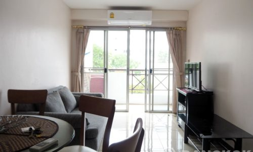 Sammakorn Condominium Spacious 2 Bed 1 Bath with Pool View to Rent