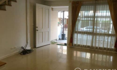 Modern Udomsuk Townhouse with 3 Bed 3 Bath for Sale