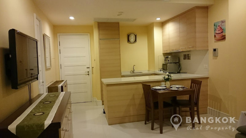 Aguston Sukhumvit 22 Spacious Modern Corner 1 Bed 1 Bath Condo for Sale