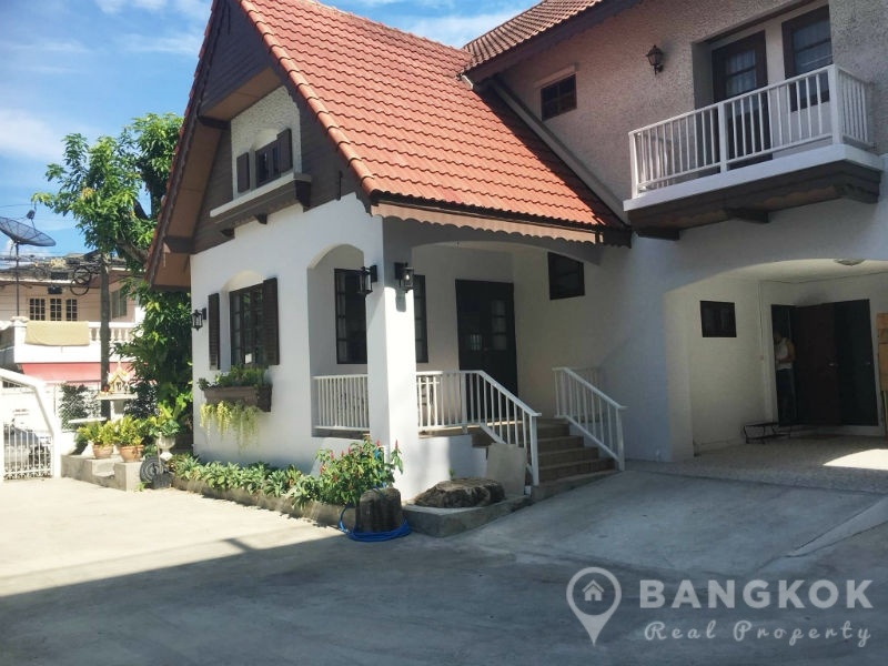 Spacious Detached Thonglor House with 3 Beds 3 Baths 1 Maid to Rent