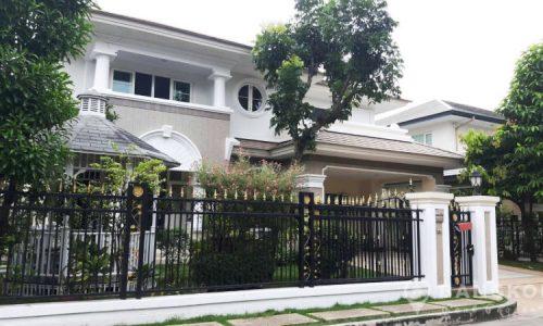 Detached Spacious 4 Bed 4 Bath Udomsuk House to Rent