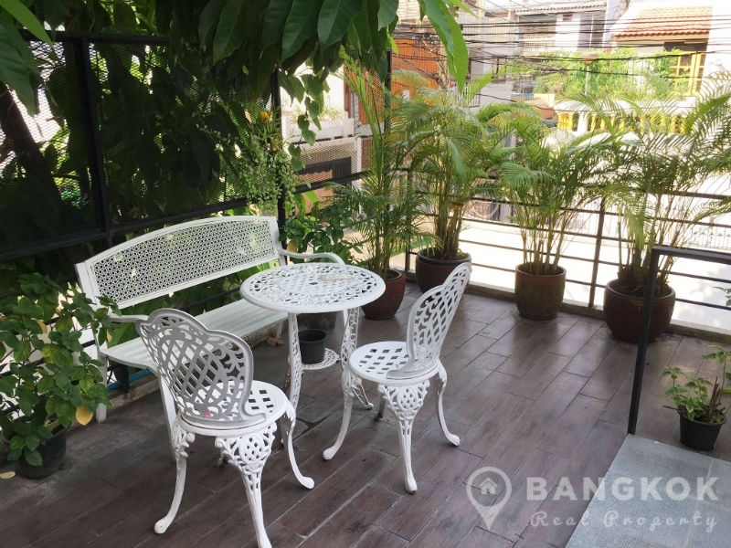 Cute 2 Bed 2 Bath Phrom Phong House near BTS to Rent