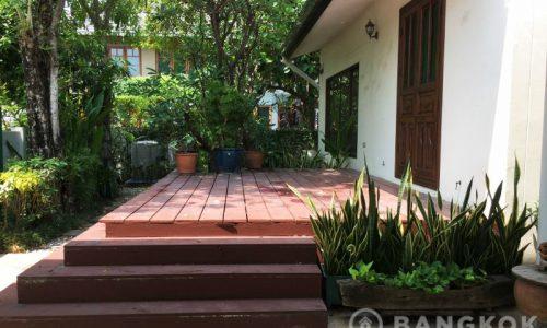 Panya Village Pattanakarn Detached Modern Spacious 4 Bed 4 Bath House to Rent