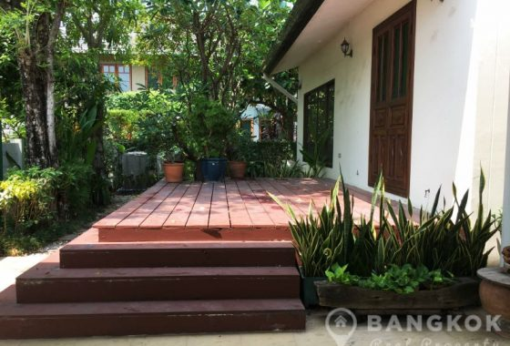 Panya Village Pattanakarn Detached Modern Spacious 4 Bed 4 Bath House to Rent