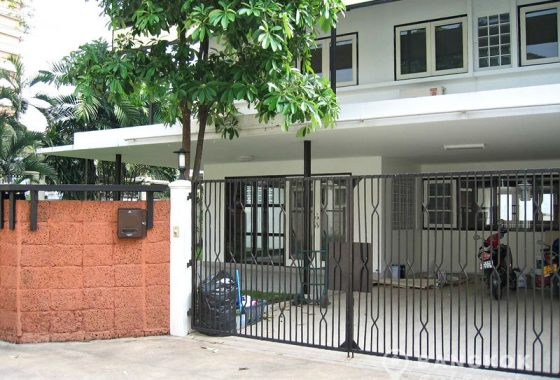 Detached Spacious 3 Bed 3 Bath Ekkamai House with Garden to Rent
