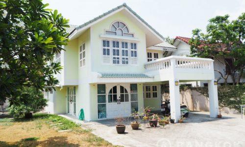 Sammakorn Village Detached Corner house 3 Bed 2 Bath with large garden to rent