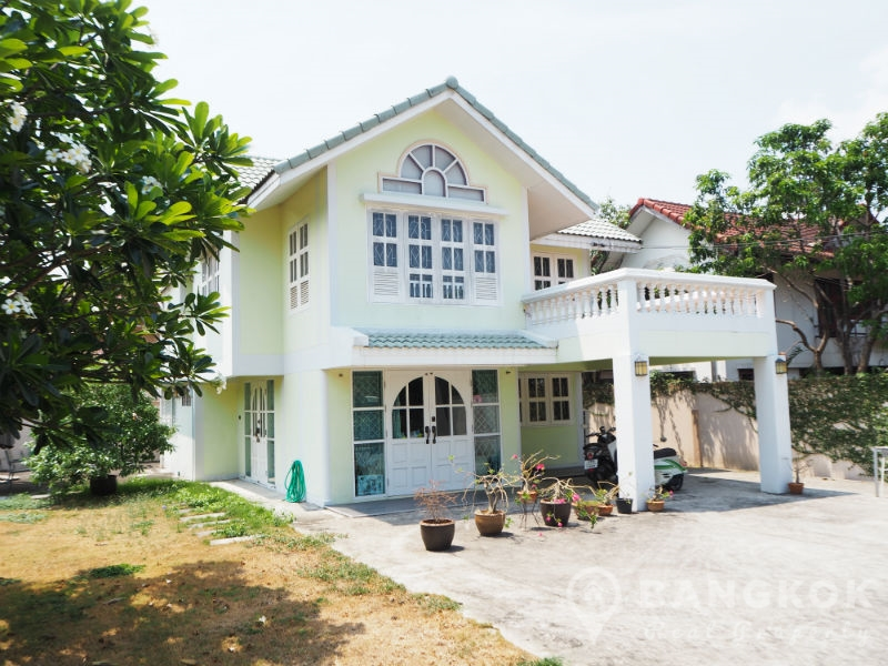 Sammakorn Village Detached Corner house 3 Bed 2 Bath with large garden to rent