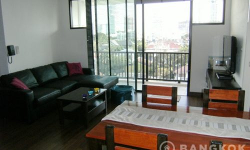 RENT D65 Condominium Renovated Spacious 2 Bed 2 Bath high floor near Phra Khanong BTS
