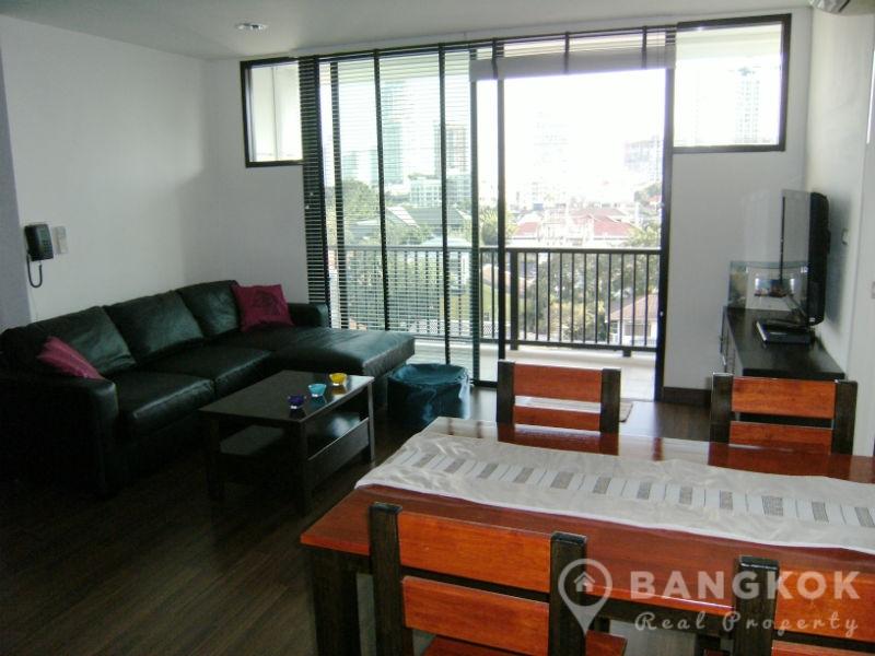 RENT D65 Condominium Renovated Spacious 2 Bed 2 Bath high floor near Phra Khanong BTS